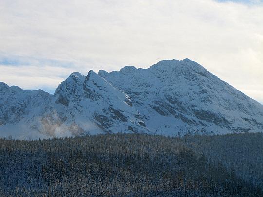 Świnica (2301 m n.p.m.); z lewej widoczny jest Kościelec.