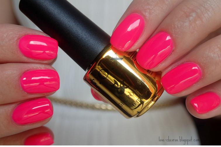różowe paznokcie neonowe