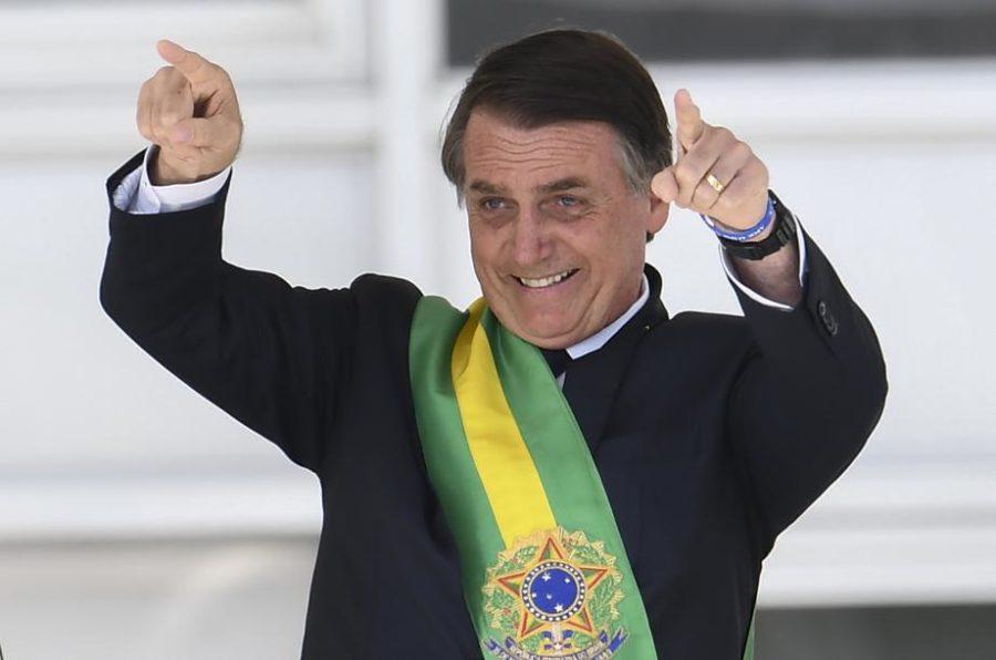 Bolsonaro reajusta salário mínimo de R$ 954 para R$ 998