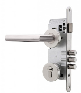 Montaje de cerraduras antiladrones