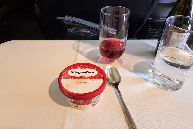 jal-redwinewithicecream