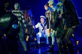 Hannah Poulsom and chorus - Handel's Alcina - Royal Academy Opera - photo Robert Workman