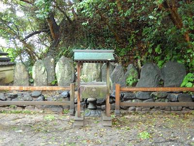 平家一門の墓