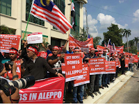 "Google translation of tweet: ""Exit demonstration in front of the Russian embassy in the Malaysian capital Kuala Lumpur # condemn the violations of the Assad regime and Russia against civilians in Aleppo and # # # Syria Malaysia"""
