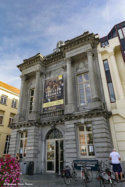 Biblioteca Municipal - Oudenaarde por El Guisante Verde Project