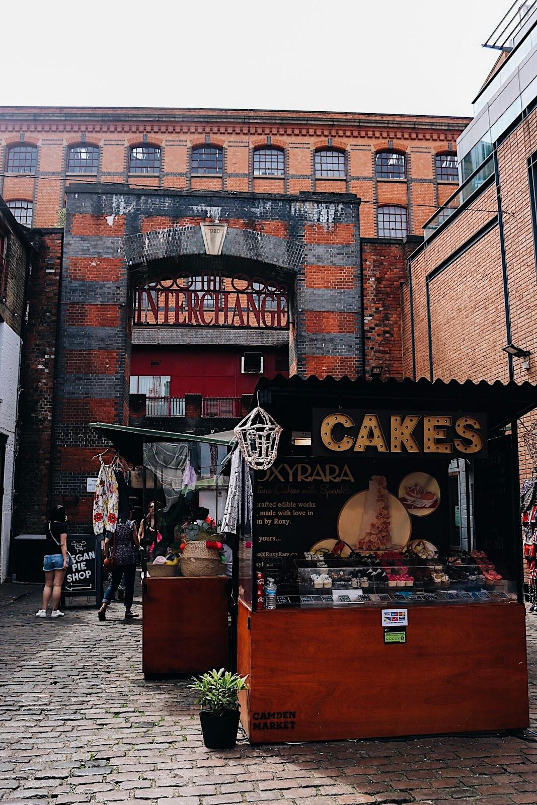 pauline-dress-blog-mode-deco-lifestyle-travel-voyage-europe-londres-angleterre-idees-visites-parcours-touristique-instagram-instagrammable-lieux-camden-cakes