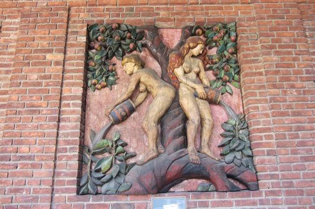Oslo stadhuis houten relief
