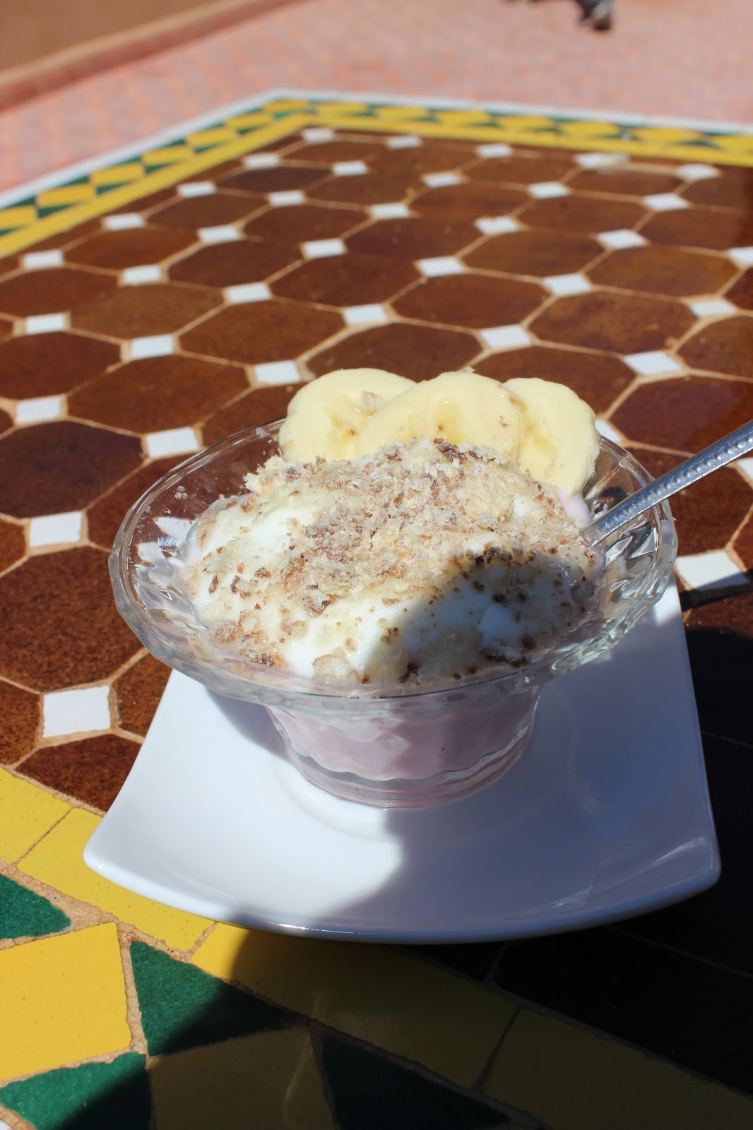 Yoghurt topped with banana