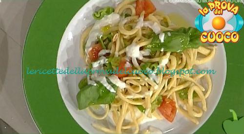 Spaghetti alla chitarra con stracciatella e friggitelli ricetta Valbuzzi da Prova del Cuoco