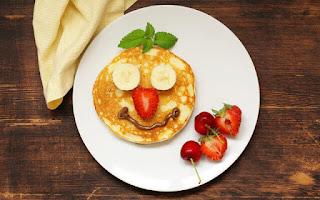 Tortitas sonrientes con fruta