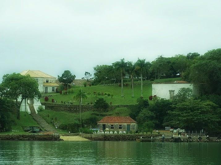 Fortaleza de Santa Cruz de Anhatomirim, em Governador Celso Ramos: vista da Praia do Sinal