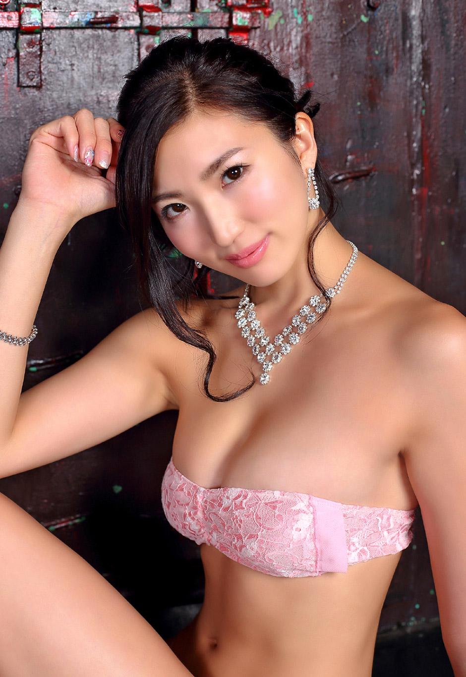 eimi matsushima sexy bikini pics 04