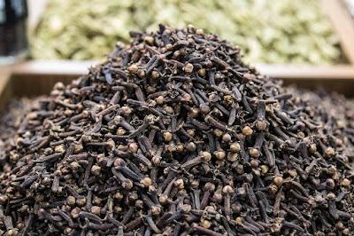 klasifikasi tanaman cengkeh, kandungan cengkeh, pohon cengkeh, buah cengkeh, khasiat cengkeh, harga cengkeh hari ini, pohon cengkeh tertua di dunia, nama latin bunga cengkeh, manfaat cengkeh dan kayu manis, khasiat cengkeh untuk pria, manfaat mengunyah cengkeh, efek samping cengkeh, manfaat cengkeh untuk kecantikan, manfaat daun cengkeh, manfaat akar cengkeh, pemanfaatan cengkeh,