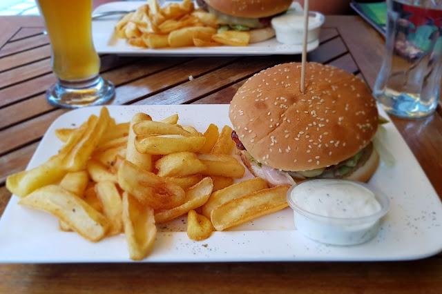 Burger im Mo's