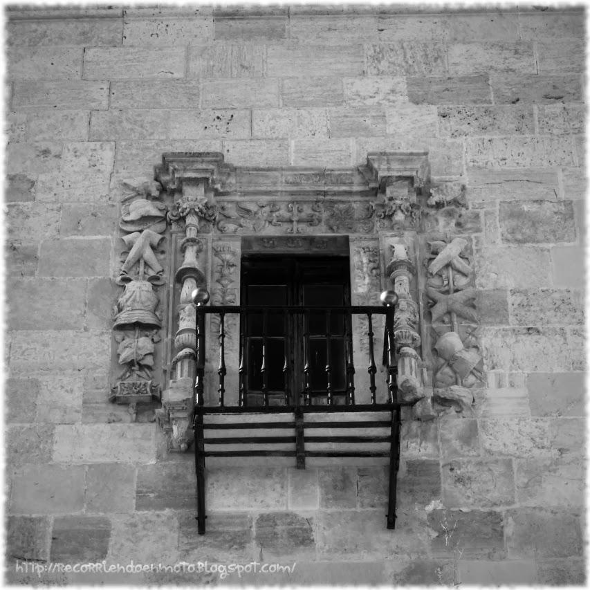 Detalle ventana fachada este, monasterio Uclés
