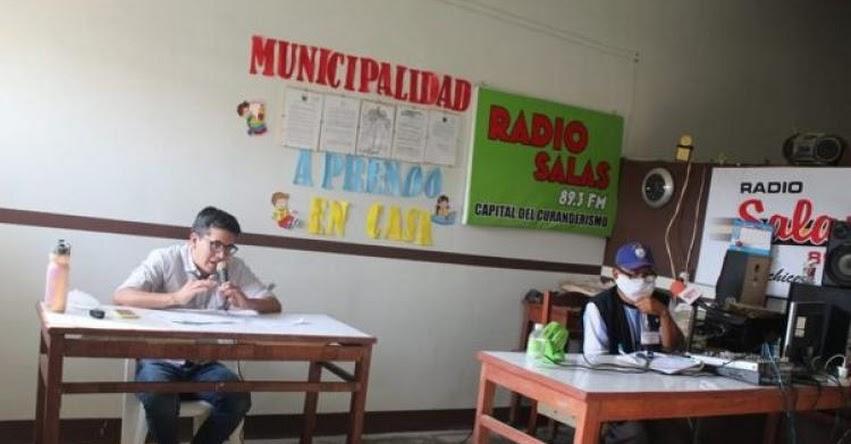 JENNER SAMANIEGO ORDOÑEZ: Conoce al docente que dicta clases por radio para ayudar a niños de la zona rural de Lambayeque