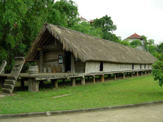 The featured extraordinary wooden houses in Central Vietnam 1