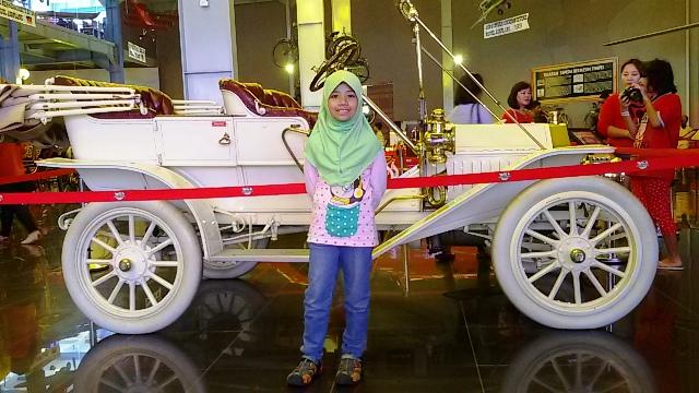 mobil antik klasik museum angkut malang wisata edukasi seru di kota batu jawa timur nurul sufitri blogger mom lifestyle pegipegi liburan tempat wisata indonesia
