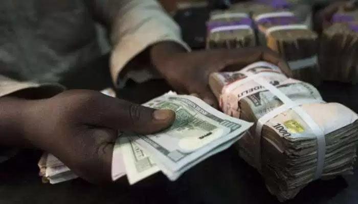 Breaking: Naira crashes to 493 naira per dollar