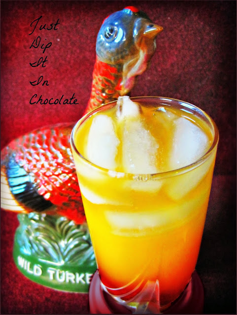 Wild Turkey Thanksgiving Cocktail Recipe, end your Thanksgiving dinner with a toast for more good things to come with this sweet cocktail #thanksgiving #cocktails #holidaydrinks #drinks