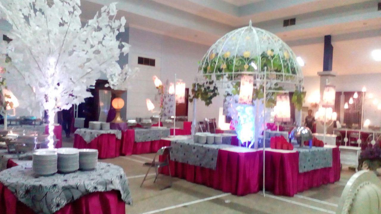 Dekorasi catering pernikahan murah di surabaya nasi kotak itu adalah dari beberapa contoh dekorasi yang pernah dikerjakan oleh berkah catering jika kalian tertarik untuk melihat banyak lagi dari dekorasi berkah junglespirit Images