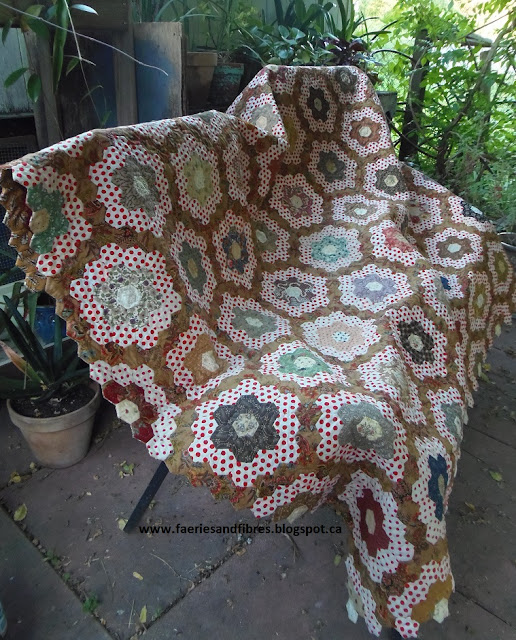 Faeries and Fibres: Tutorial: Finishing a hexagon quilt with a facing : finishing a hexagon quilt - Adamdwight.com