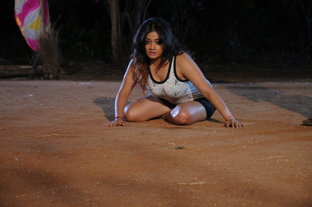 Kiran Rathod Hot Photos From Bhaja Bhajantrilu Movie