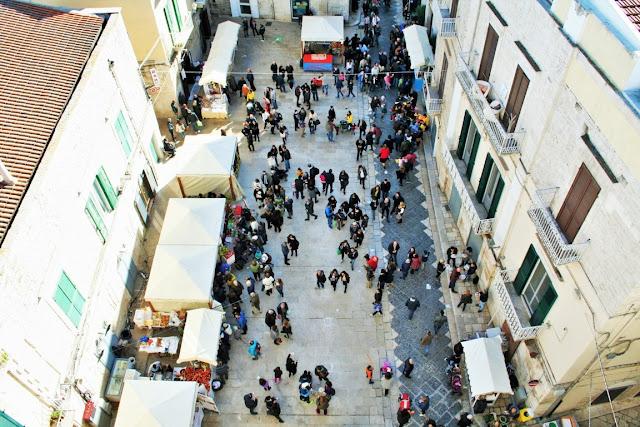 strada, centro storico, borgo antico, turisti, gente, bancarelle, sagra Cardoncello 2017