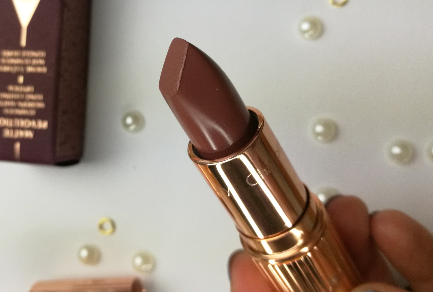 Charlotte Tilbury Matte Revolution Very Victoria review and swatches  on lips
