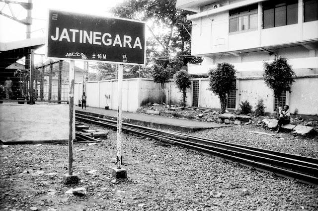 Stasiun Jatinegara Naik Kereta