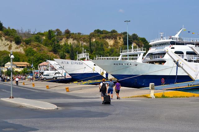 puerto ferries Corfu grecia