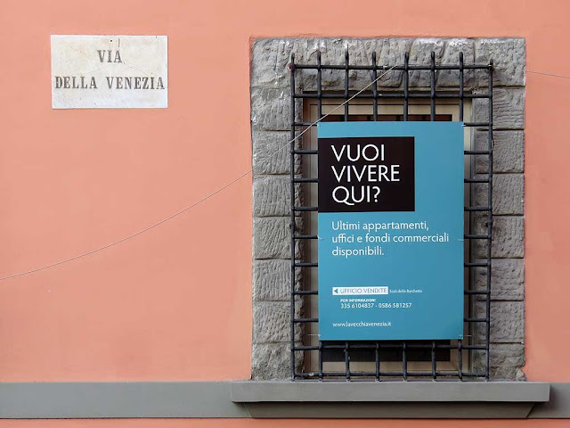 Advertising on a renewed building, via della Venezia, Livorno