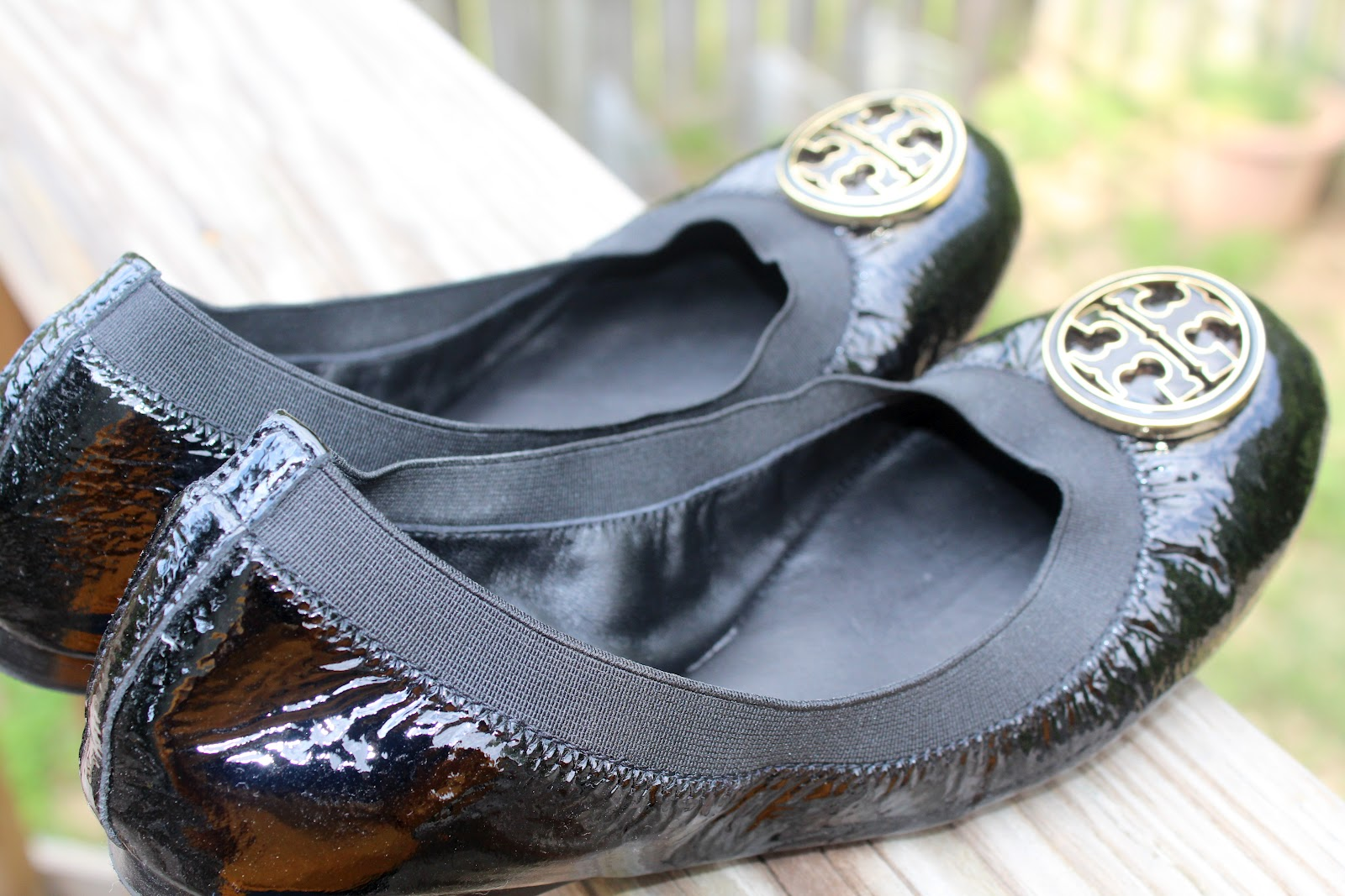 283701341ac ... uk todays review is going to be about tory burchs caroline ballet flat  in black.