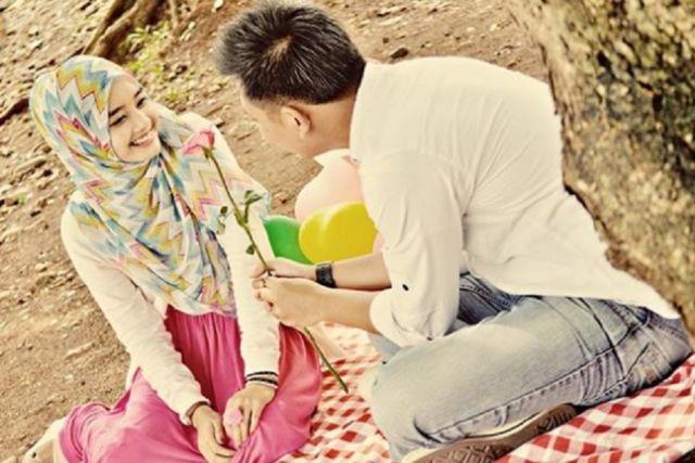 "Ingat Suami, Al-Qur'an Menyebut Istrimu ""Shohibah"", Maka Jangan Bersahabat sama Wanita Lain"