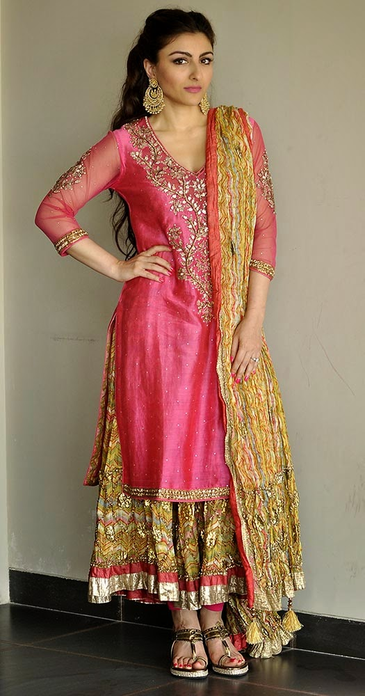 Soha Ali Khan in Ritu Kumar at her Mehndhi