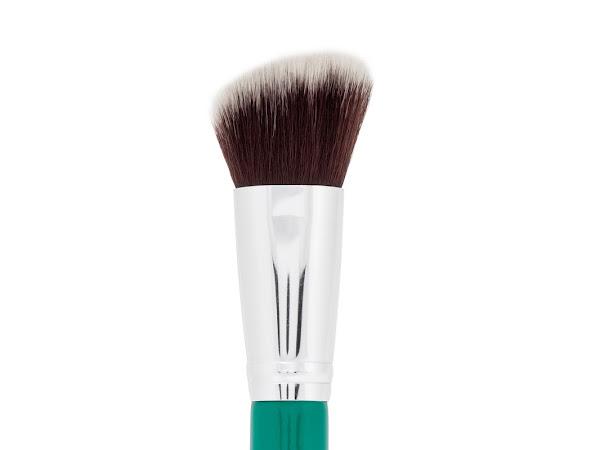 F21 Angled Contour Face Brush In Aquamarine Green