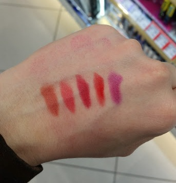 L' Oréal - Indefectible Matt Puderlippenstift, Swatches