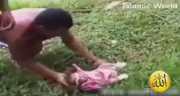 [VIDEO] Terdengar bayi menangis dlm sungai dlm p lastik..Bila di buka semua terkejut..