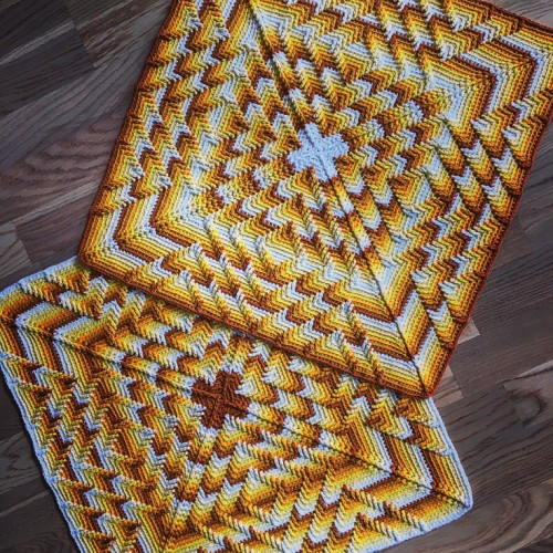 The Nomad by Fate cushion - Free Pattern