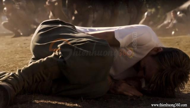 Captain America: Steve lấy thân mình ôm quả lựu đạn che chắn cho đồng đội