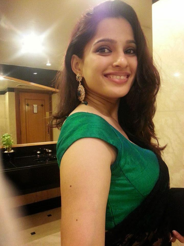 Marathi Film Actress Priya Bapat Images | Photos