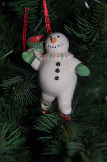 Snowman bauble skating.