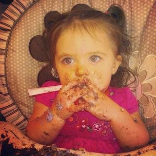 Gambar bayi lucu belepotan saat ulang tahun gratis