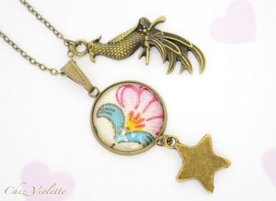Collier pendentif péroquet et médaillons tissu provençale - Chez Violette