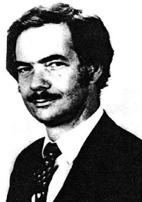 "Biografi Adam Osborne – Penemu Laptop  Kehidupan  Seperti kebanyakan orang yang selalu berpikir kreatif, Osborne merasa tidak nyaman dalam menjalani kehidupannya sebagai karyawan di perusahaan besar. Ia tidak betah berlama-lama berada di Shell dan mengundurkan diri dari perusahaan tersebut. Ia kemudian menyadari bahwa dirinya sangat menikmati pekerjaan barunya sebagai penulis buku panduan, khususnya tentang buku panduan komputer baru yang akan dikembangkannya. Pada awal 1970-an, ia mendapatkan pekerjaan barunya sebagai penulis buku panduan bagi mikroprosesor milik perusahaan komputer Intel.  Osborne meneruskan pekerjaan lepasnya sebagai penulis dan tahun 1972 mencoba mendirikan Osborne and Associates, sebuah perusahaan yang bergerak di bidang penulisan buku manual komputer yang sederhana, mudah, dan enak dibaca bagi penggemar komputer. Ia pun menulis sebuah buku yang diberi judul ""The Value of Power"", yang kemudian mengubah judulnya menjadi ""An Introduction to Microcomputers"". Ia mencoba menawarkan bukunya kepada sebuah penerbit yang berada di kotanya. Namun, sayangnya buku itu ditolak. Ia tidak pernah putus asa. Lalu, ia memutuskan untuk mencoba menerbitkan bukunya itu sendiri.  Dalam suatu acara di sebuah klub pengguna komputer, ia sempat memperlihatkan buku karyanya kepada Bruce Van Natta dari AMSAI, salah satu perusahaan komputer terkenal di AS. Setelah membaca"