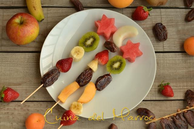 Broquetes de fruita i dàtil