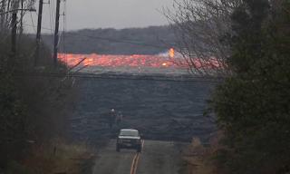 «Κόλαση» λάβας στη Χαβάη: Ούτε τα νερά του ωκεανού δεν καταπνίγουν την «οργή» του ηφαιστείου  - BINTEO