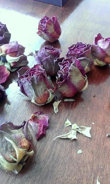 co zrobić z zasuszonymi różami