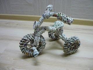 Miniatur Sepeda dari Koran Bekas