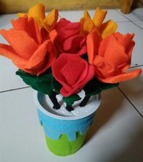 Cara Membuat Bunga Mawar dan Vas dari Kain Flanel.